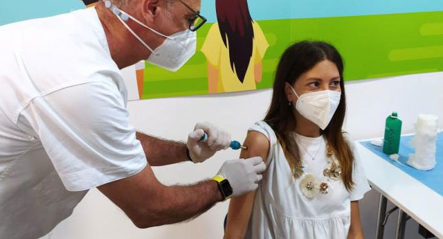 İtalya'da ilk kez iğnesiz korona aşısı uygulandı