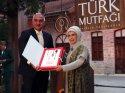 Emine Erdoğan'ın bakanlıkça fonlanan kitabı Meclis gündeminde