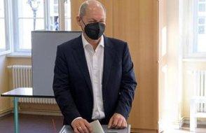 Almanya'da SPD'li Scholz hükümeti kiminle kuracağını açıkladı