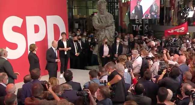 ALMANYA SEÇİMLERİ: SPD burun farkı ile ipi göğüsledi