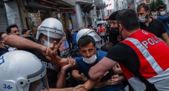 'Barınamıyoruz' diyen öğrencilere şiddet
