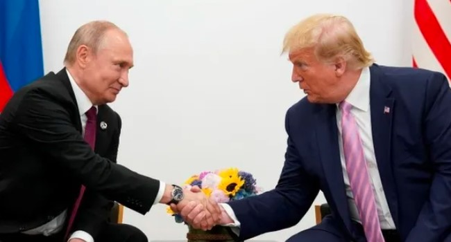 Trump Putin'e 'sana kameralar önünde biraz sert davranacağım' dedi