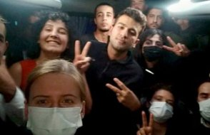 Yurt protestosu yapan gençlere gece baskını ve darp: 80 gözaltı