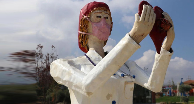 Sağlık çalışanlarına 'heykel' şoku!