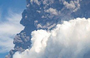 Japonya'daki Aso Yanardağı'nda patlama: İşte patlama anı