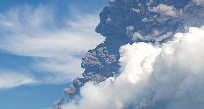 Volkanik küller 3,5 kilometre yükseğe sıçradı