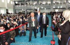 AKP'lilere, camide kırmızı şeritli protokol yolu