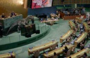 BM kürsüsünde konuşan dinozor bakın neler anlattı