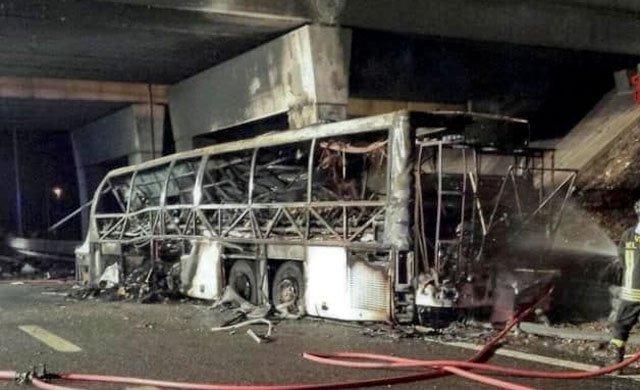 Macar öğrencileri taşıyan otobüs İtalya'da kaza yaptı: 16 ölü