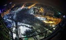 Romanyalılar, yolsuzluk affını protesto için yürüdü; hükümet eyleme 'darbe' dedi!