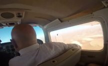 Uçakta fotoğraf çekmek isteyen adam büyük şok yaşadı