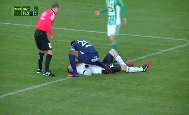 Togolu golcü, rakip kalecinin hayatını kurtardı
