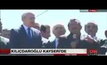 Kılıçdaroğlu sözü şehit yakınına verdi, yandaşlar yayını kesti