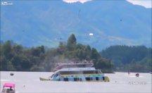Turistleri taşıyan bir tekne battı..