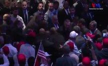 Erdoğan'ın korumaları ve salondakiler 2 protestocuyu dövdü