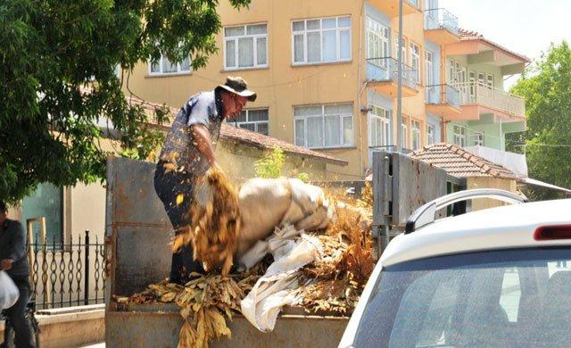 Çiftçi Ziraat Bankası önünde kendini yakmaya kalktı