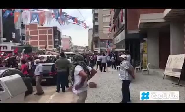İzmir'de AKP ve MHP'li grup, CHP'lilerin mitinginden çıkanlara saldırdı