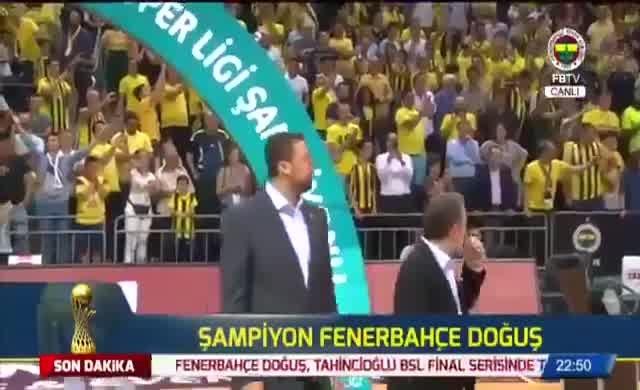 Hidayet Türkoğlu'na Fenerbahçe taraftarından protesto şoku