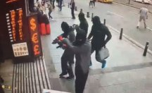 İstanbul'un göbeğinde güpegündüz döviz bürosunu soyup böyle kaçtılar