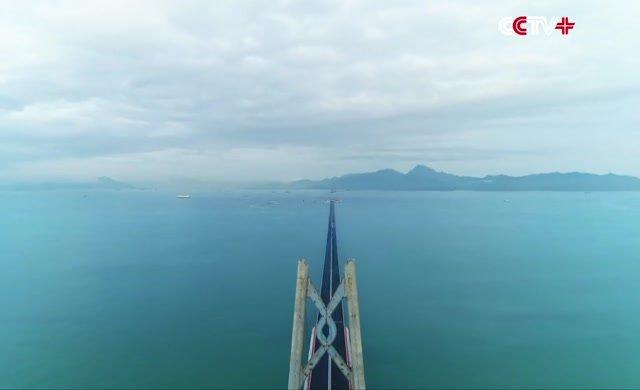 Çin dünyanın en uzun deniz köprüsünü açtı