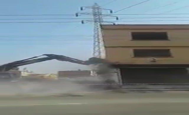 Sorumsuz inşaatçıdan olay yıkım