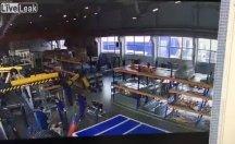 Fabrikanın çatısı çöktü