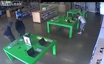 Apple mağazasını soydular