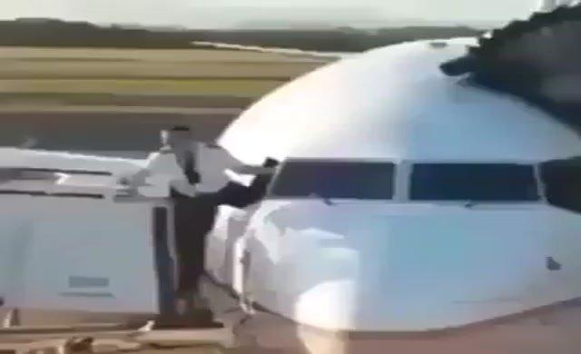 İşte uçağa kokpit camından girmeye çalışan pilot
