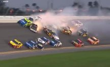 Yarışta 21 araç birbirine girdi