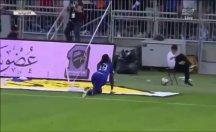 Gomis'in gol sevinci top toplayıcı çocuğu korkuttu