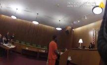 Hapis cezasını duyunca avukatına saldırdı