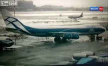 Uçak pistte kayarak spin attı