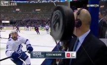 Buz Hokeyi maçında 'Puck' yorumcuyu vuruyordu