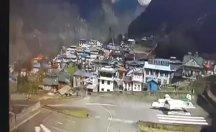 Küçük uçak, kalkış sırasında iki helikoptere çarptı: 3 ölü