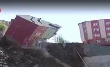 Kağıthane'de 4 katlı bina çöktü