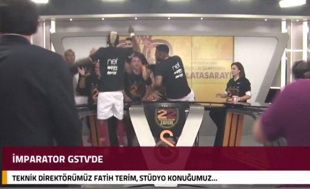 GS TV'de Fatih Terim'in canlı yayınını futbolcular bastı