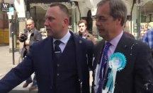 İngiltere'de aşırı sağcı aday milkshake protestosunun hedefi oldu