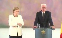 Merkel yine titreme nöbetine girdi