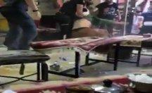 Polis göstericinin kafasına kaskla defalarca vurdu!