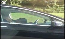Şoför ve yolcu uyuyor, hız 90 Km!