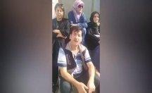 Bir grup aile, AKP İl Binası'nın önünde oturdu
