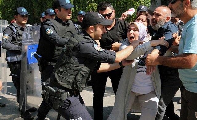 AKP önünde annelere gözaltı: Ben çocuğumu istiyorum