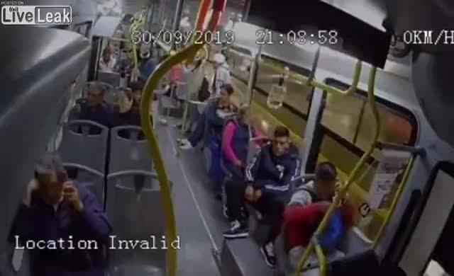 Otobüs yolcularını soyalım derken direnişle karşıladı
