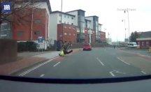 Bisikletli polisin zor anları!