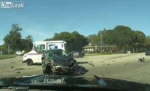 Polisin gözü önünde olan kazaya bak !