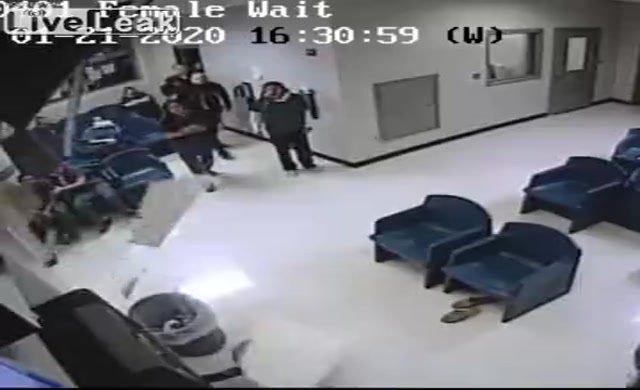 Mahkum hapisten kaçmaya çalışırken yakalandı