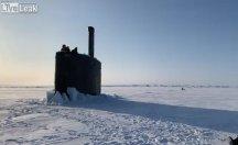 Denizaltı buzları kırıp yüzeye çıktı
