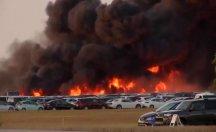 Havalimanındaki 3 bin 500 araç alev alev yandı