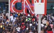 CNN binasının camları kırıldı