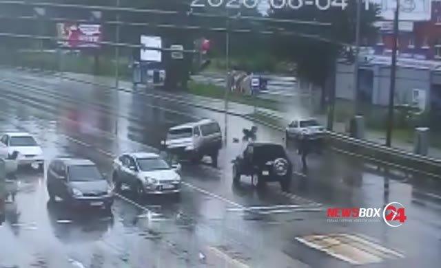 İlginç kaza: Bebek araçtan fırladı